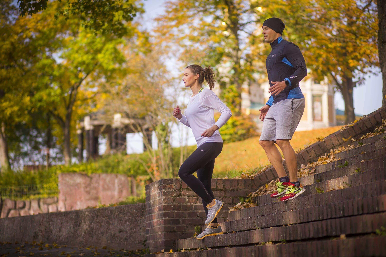 Mann und Frau beim joggen an der frischen Luft in Darmstadt
