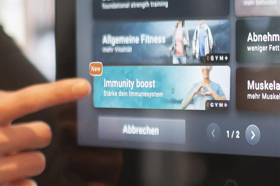 Finger zeigt auf das Immunity Boot Programm von EGYM